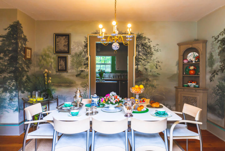 picture of Jessica DeBari's dining room mural in her home