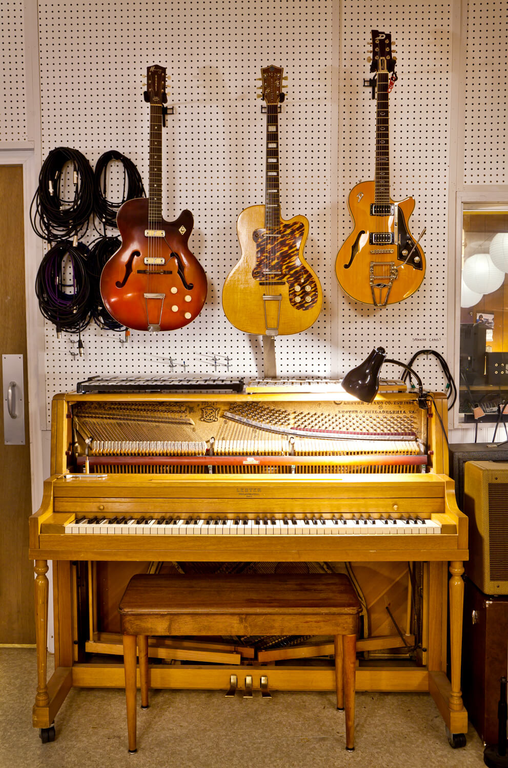 picture of piano and guitars at Fellowship Hall Sound