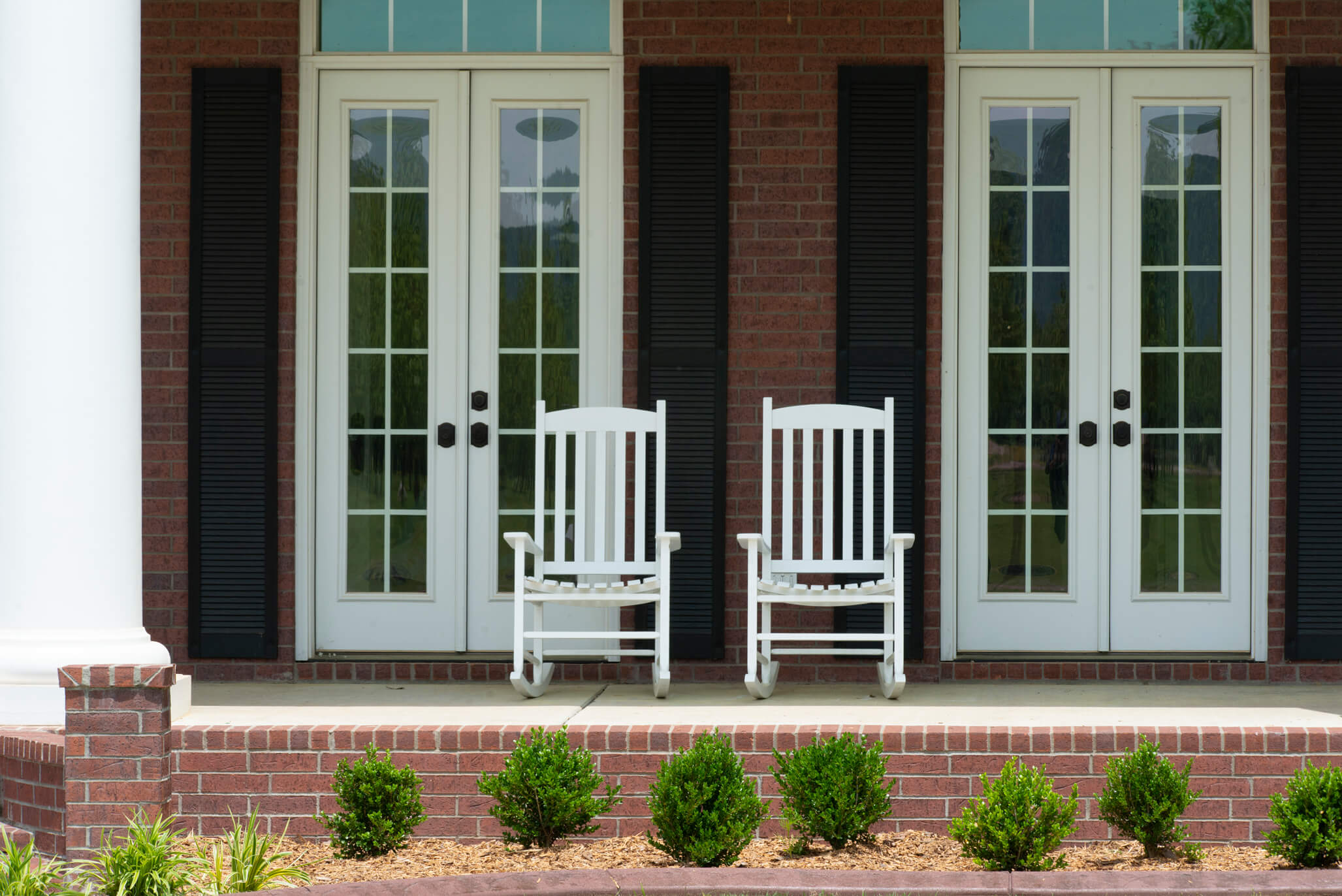 Rocking chairs on the front porch of Charlotte Teresa Plantation image