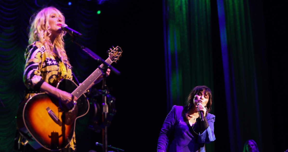 Vocal stamina wins at Simmons Bank Arena's Heart/Joan Jett concert