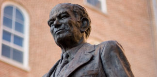 picture of statue of J. William Fulbright at the University of Arkansas campus